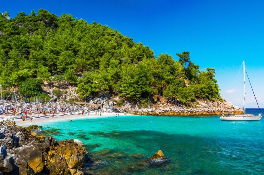 Θάσος παραλία πράσινο τοπίο οικονομικά ελληνικά νησιά