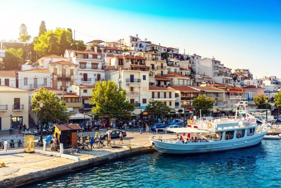 Σκιάθος λιμάνι νησιά διακοπές παρέα