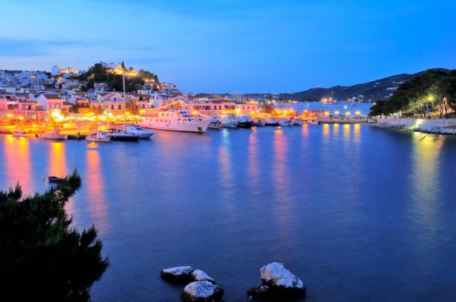 Σκιάθος λιμάνι βράδυ