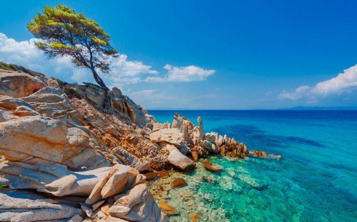 Χαλκιδική βράχια θάλασσα καλοκαιρινοί προορισμοί Θεσσαλονίκη